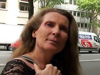 Elisa maman de 45 ans partouzé_e dans une cave