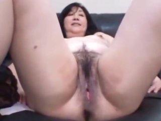 Japanese MILF enjoy her play