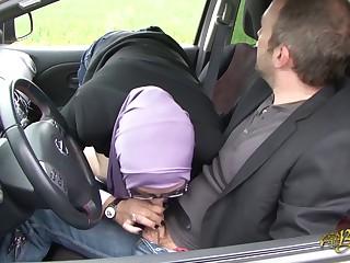 Sarah AbdelKhader suce son mec dans la voiture Beurette Impetus